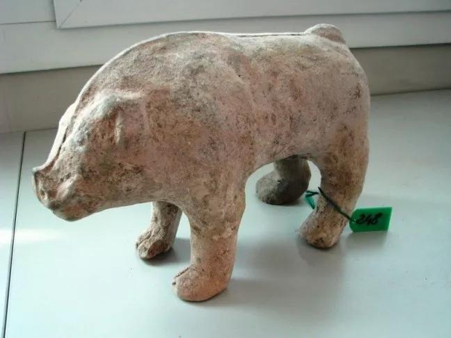 这是唐代彩绘骆驼(返还编号360),骆驼作昂首嘶鸣状。