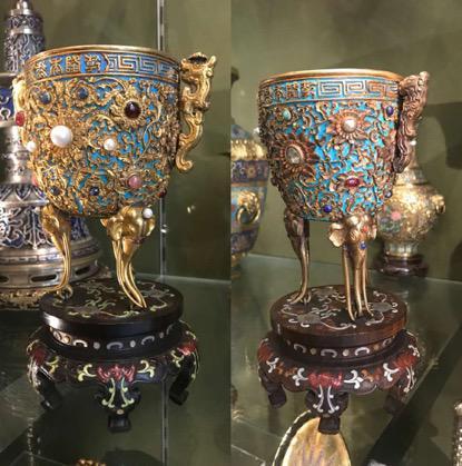 现藏于伦敦华莱士典藏博物馆的两件金瓯永固杯(刘阳供图)