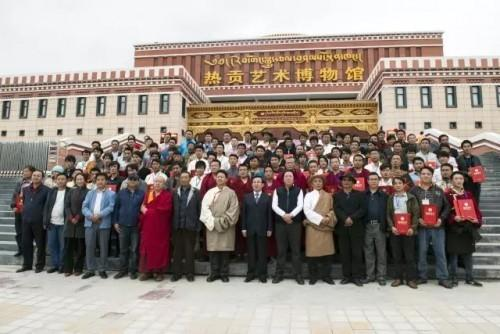 """2017年7月,在上海参加由大圣唐卡举办的""""出尘入世殊途同归 高端藏族唐卡展""""应邀作为嘉宾出席演讲。"""