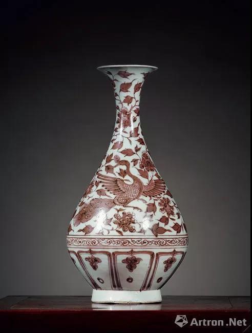 元 釉里红孔雀缠枝牡丹纹玉壶春瓶 高29.3cm 成交价: 3,852,500 RMB