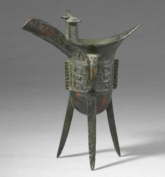 台北故宫呈现青铜盛宴:罕见商鱼纹盘宗周钟全亮相