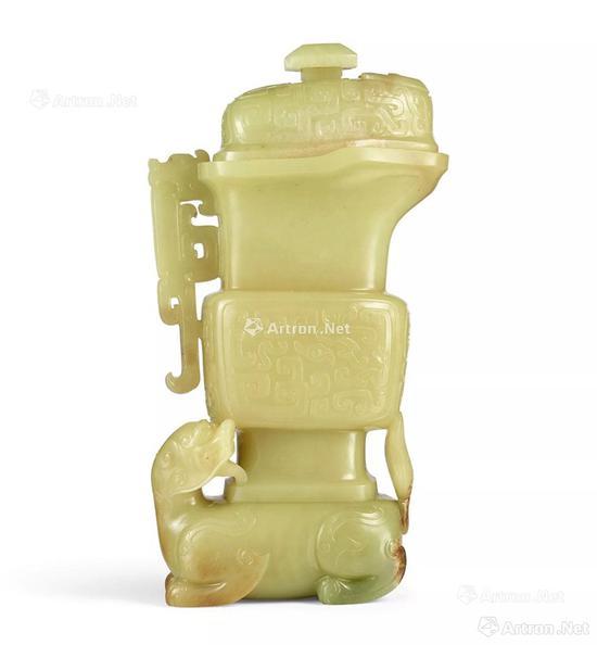 NO.4清十八世纪 黄玉仿古龙纹瑞兽背瓶盖瓶