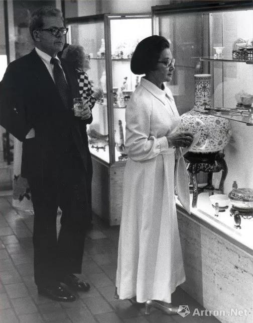 费布克美术馆于1978年展出天球瓶摄影师不详相片版权由费布克美术馆拥有