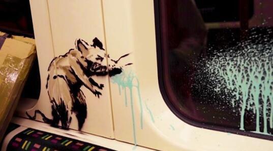 班克斯在伦敦地铁涂鸦吁戴口罩