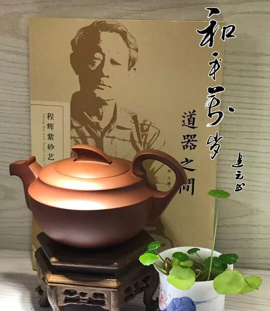 程辉大师《和平万岁》紫砂壶