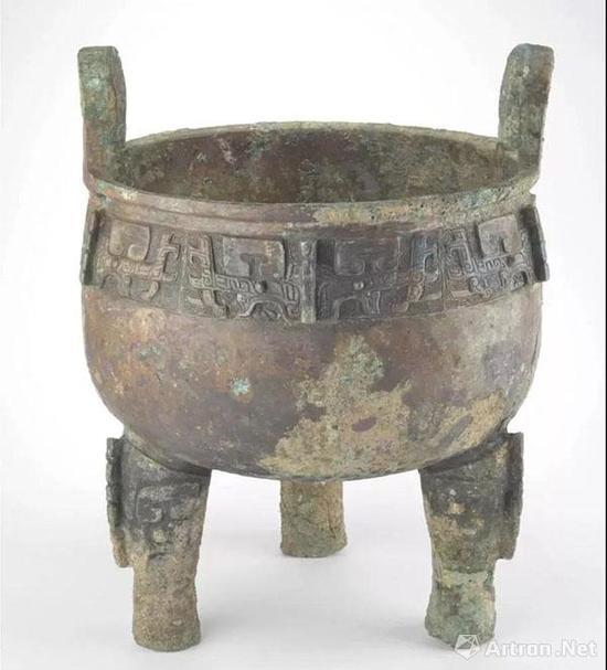 青铜器有很多类型,比方说这件叫鼎,