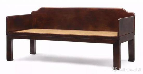 而明式家具的本体是真空妙有,是由大大小小很多块不同榫卯结构的木质