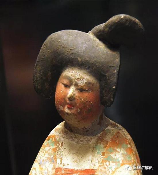 堕马髻彩绘女俑,唐代,西安博物院藏