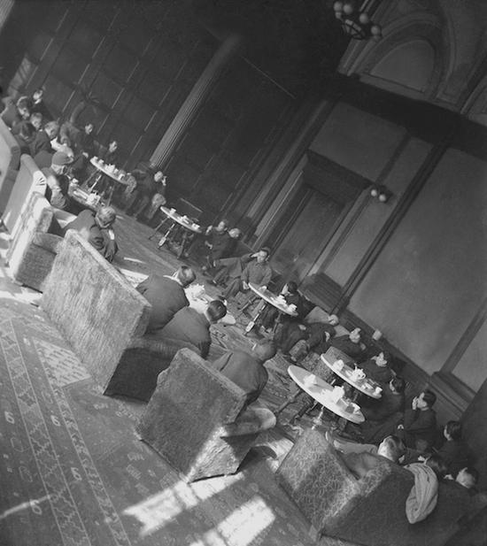 1948年,民主人士在沈阳铁路宾馆讨论新政协召开事宜 沈阳
