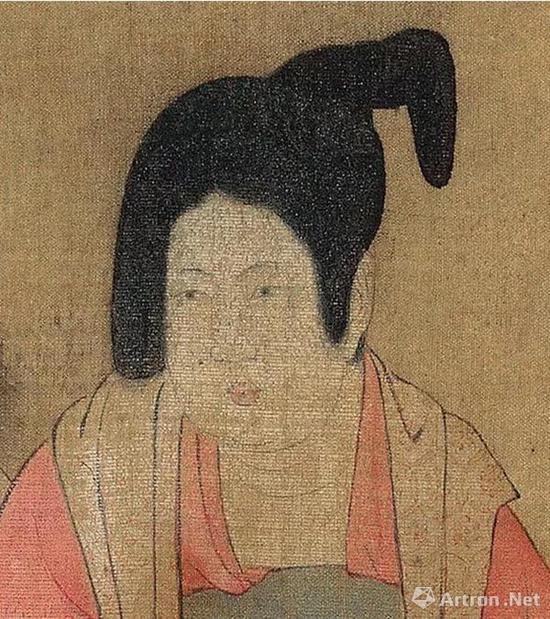 《虢国夫人游春图》中梳堕马髻的女性之一