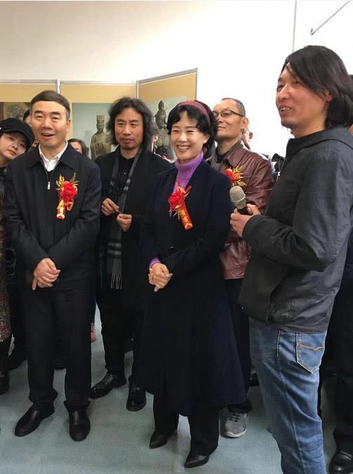 长治市宣传部长孙刘琳(前排中)、长子县委书记李国强(前排左)观摩。
