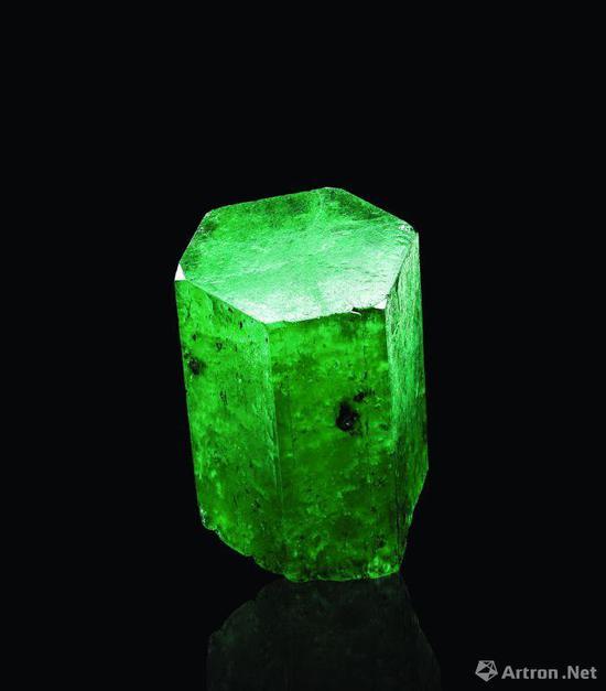 哥伦比亚木佐矿祖母绿晶体142.05克拉,北京保利十二周年秋拍会获价39.68万元