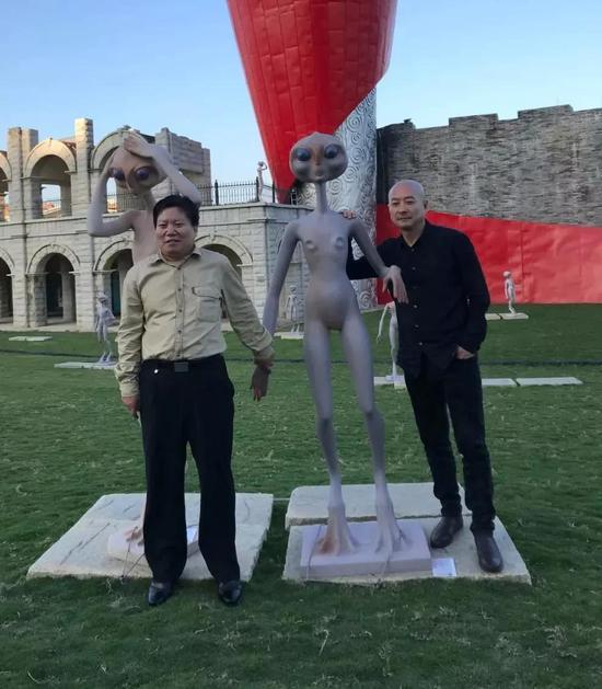左起:干细胞科学家、著名科幻作家王佃亮先生与傅榆翔合影