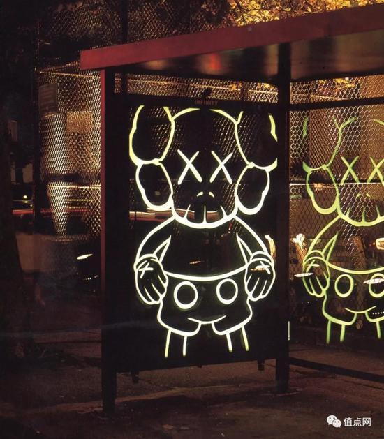 ▲ 画作原本在纽约街头的公交车站