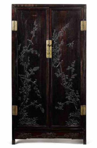 拍品编号 419 清十八至十九世纪 红木及紫檀雕花鸟图方角柜一对