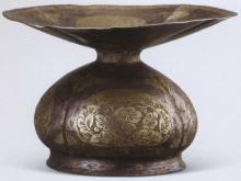 鎏金团花纹银唾壶 图片来源:中国考古