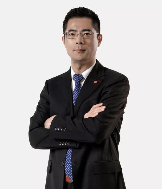 二十世纪及当代艺术部总经理李艳锋