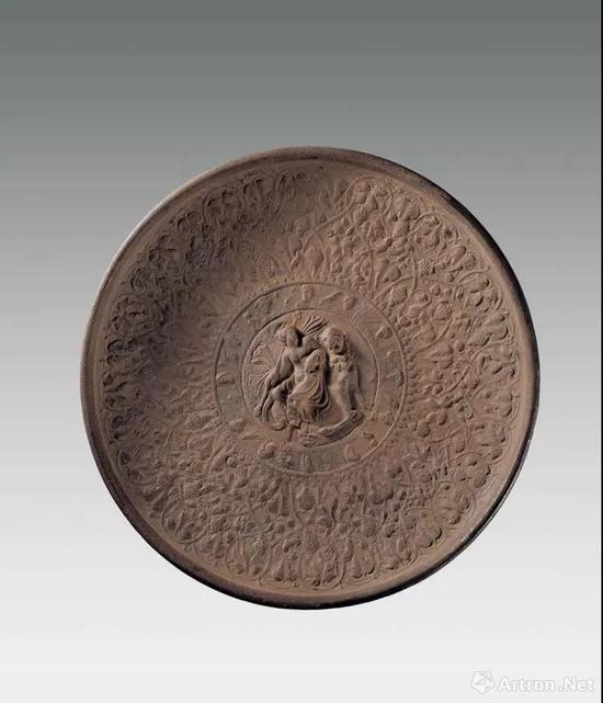 ▲公元4-6世纪 东罗马神人纹鎏金银盘 靖远县北滩出土