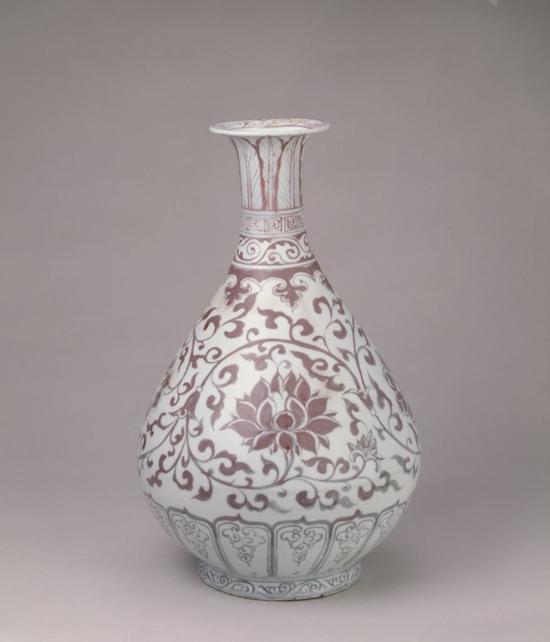 釉里红缠枝莲纹玉壶春瓶
