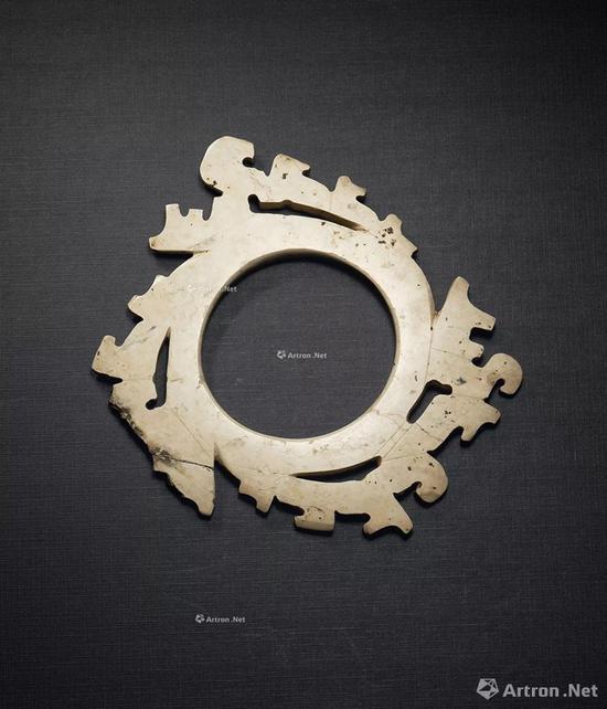 NO.49龙山文化 约公元前2800-2000年 青玉镂空鸟纹出廓牙璧
