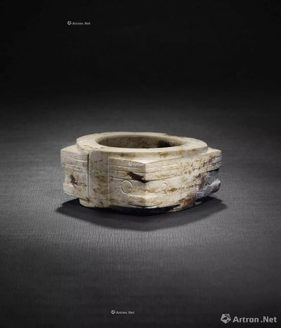 NO.31良渚文化 约公元前3300-2300年 玉兽面纹琮