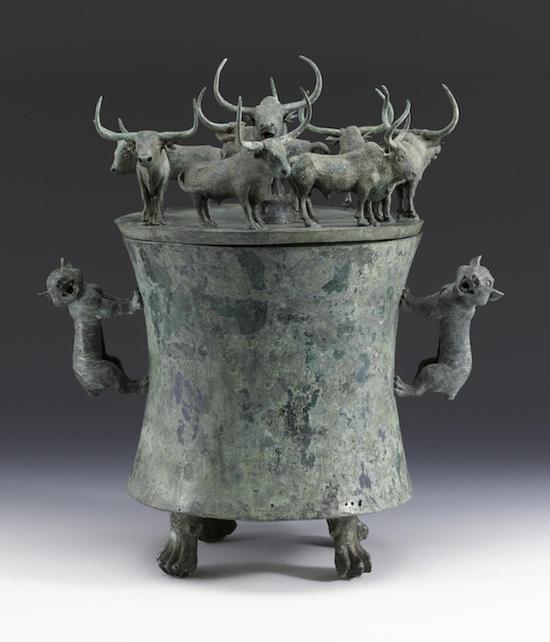 上海博物馆收藏的八牛贮贝器(图14)
