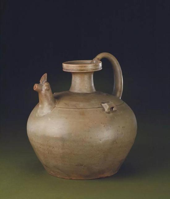 东晋青釉鸡头壶,现藏北京故宫博物院
