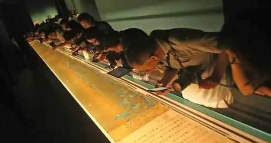 《千里江山图》去年在故宫展出时