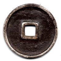 图8 青铜质 图9 银质