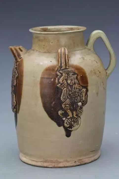 青釉褐斑贴人物纹瓷壶 长沙市博物馆藏
