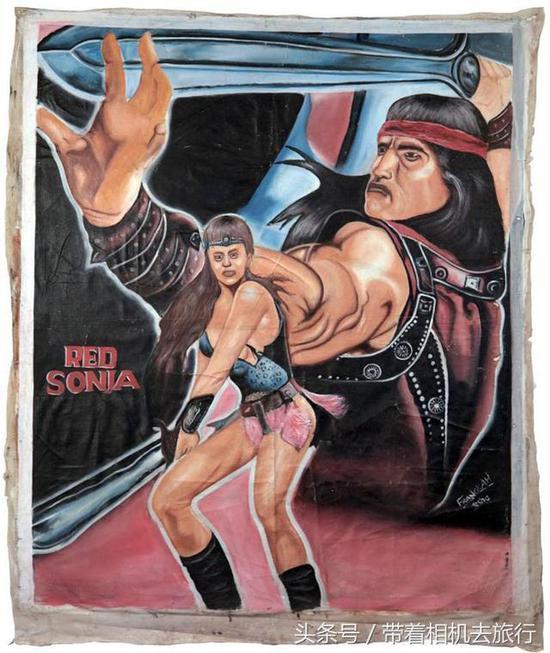 非洲艺术家将中国电影手绘海报 价值达到上万元