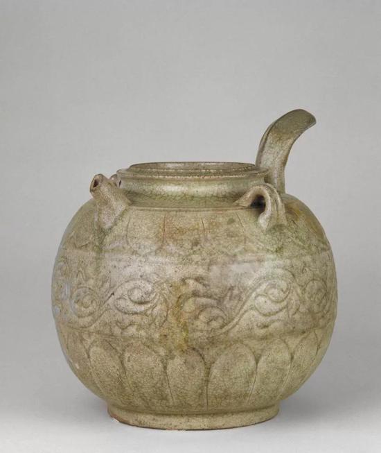 南朝青釉刻花单柄壶,现藏北京故宫博物院