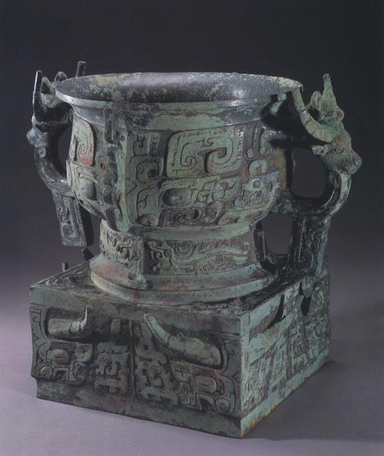 1981年在陕西宝鸡金台区纸坊头1号墓出土的듾伯簋(图8)