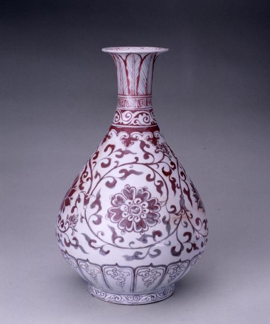 釉里红缠枝莲纹玉壶春瓶另面