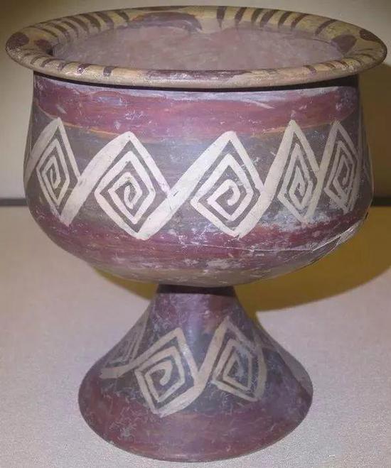 大汶口文化回纹彩陶豆