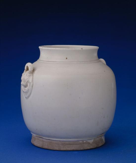 定窑白釉双系罐,五代,高13.5cm,口径8.3cm,足径11cm。