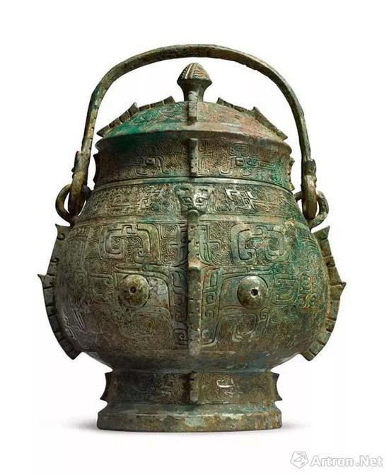 Lot583 商殷墟时期 青铜饕餮纹卣 高度:28.7cm