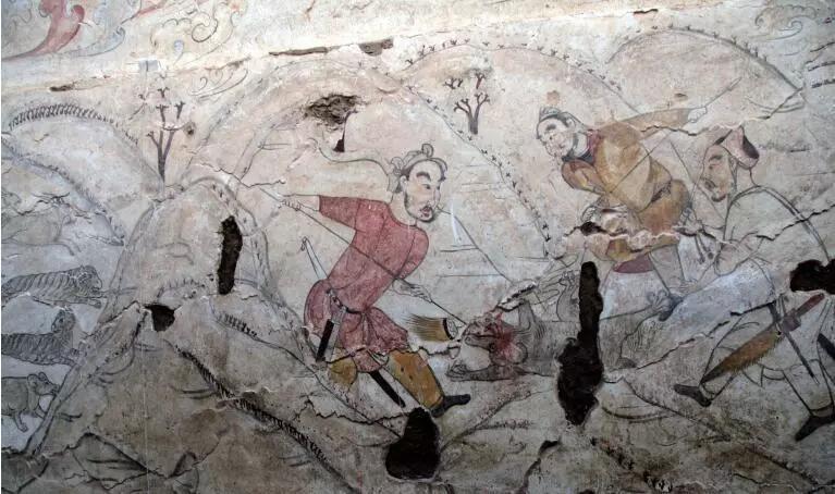"""▲墓道东壁第二层壁画""""步兵猎熊图"""""""