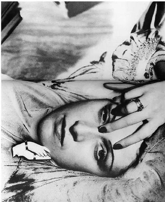 美国现代主义艺术家曼·雷(Man Ray)所拍摄的朵拉·玛尔