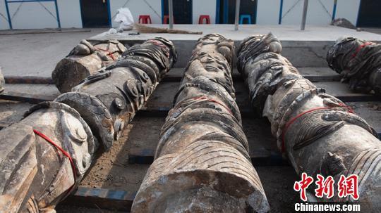 松花江中捞出石柱或是清代文庙龙柱