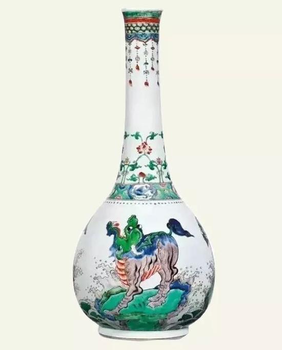 清康熙五彩海礁瑞兽纹大长颈瓶