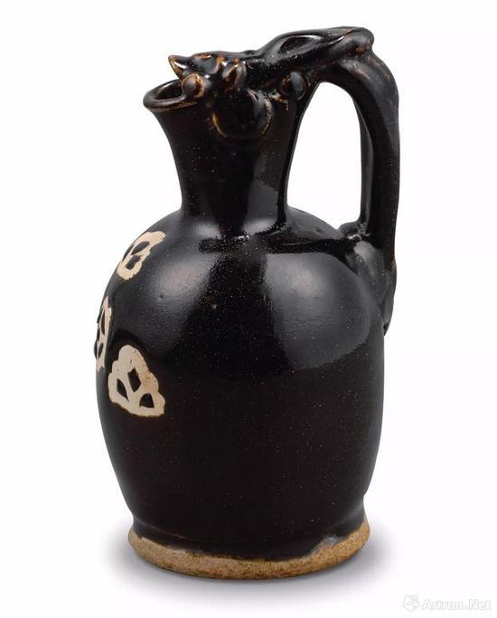 唐 鲁山窑黑釉剪纸漏花龙首壶