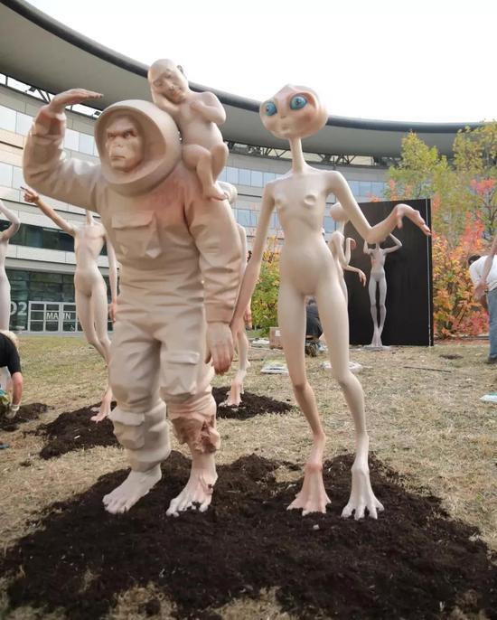 莅临都林大学的外星人