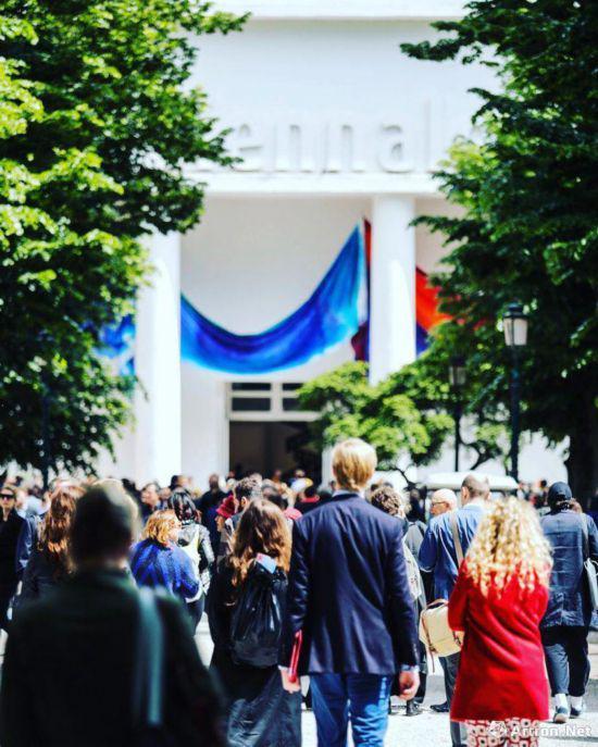 2017年威尼斯双年展入口,Photo by La Biennale di Venezia, via Instagram。