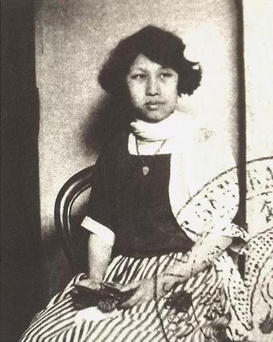 1924年,潘玉良考入巴黎国立高等美术学校注册时的照片。