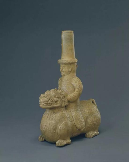 西晋青釉人骑兽器,现藏北京故宫博物院