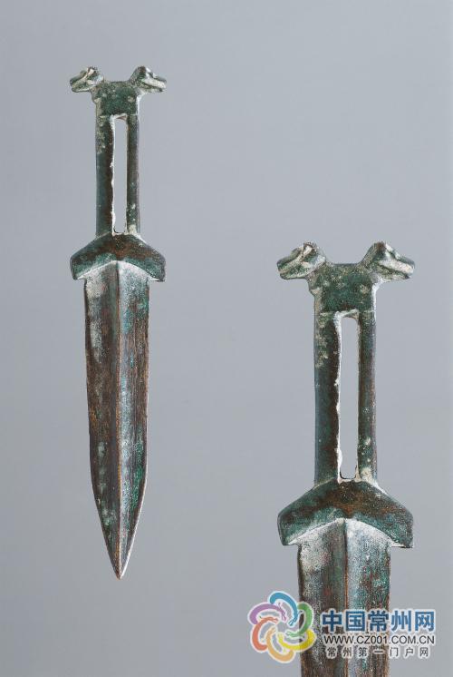 双兽首铜短剑