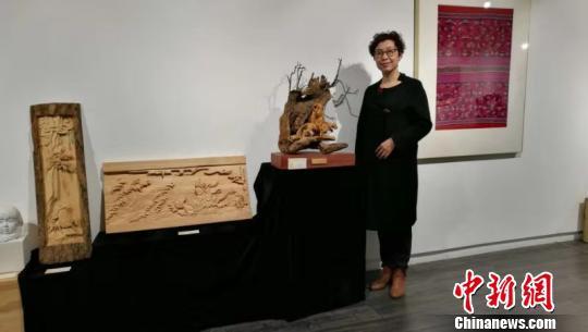 张静的木雕作品。受访者供图