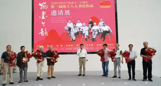 上海市文联副主席、秘书长 沈文忠 宣布书法展览开幕