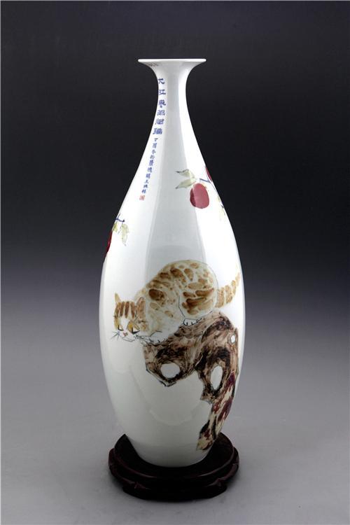 王纯祥《千猫瓶》玉壶春·釉里红招财猫瓶之一